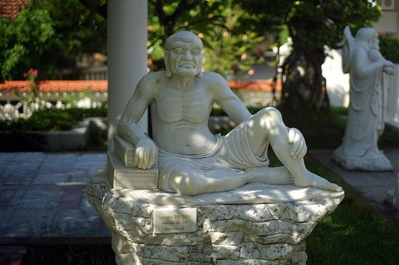 Ngôi chùa màu trắng đặc biệt ở Quảng Bình ảnh 18