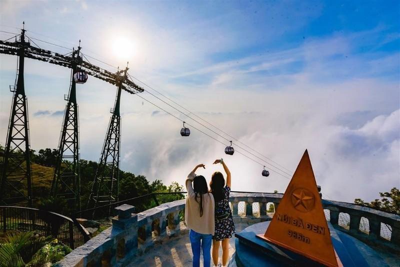 Tây Ninh: Tượng Quán Thế Âm sừng sững giữa mây ngàn ảnh 12