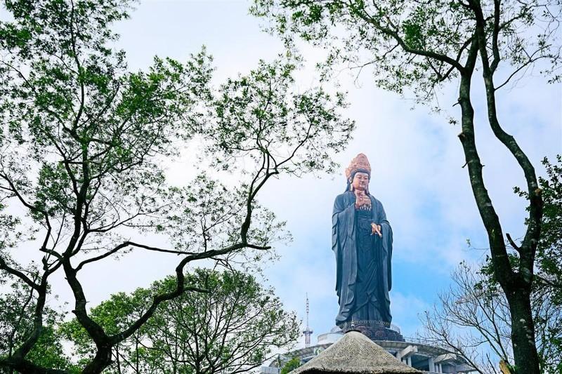 Tây Ninh: Tượng Quán Thế Âm sừng sững giữa mây ngàn ảnh 3