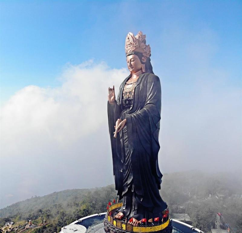 Tây Ninh: Tượng Quán Thế Âm sừng sững giữa mây ngàn ảnh 4