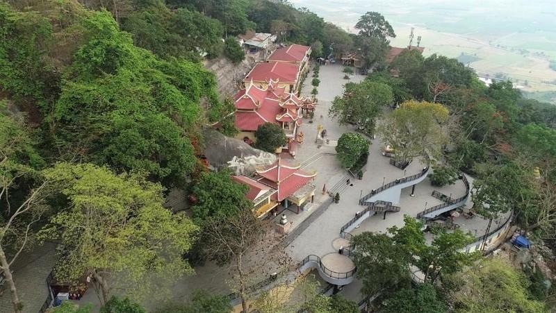 Tây Ninh: Tượng Quán Thế Âm sừng sững giữa mây ngàn ảnh 5