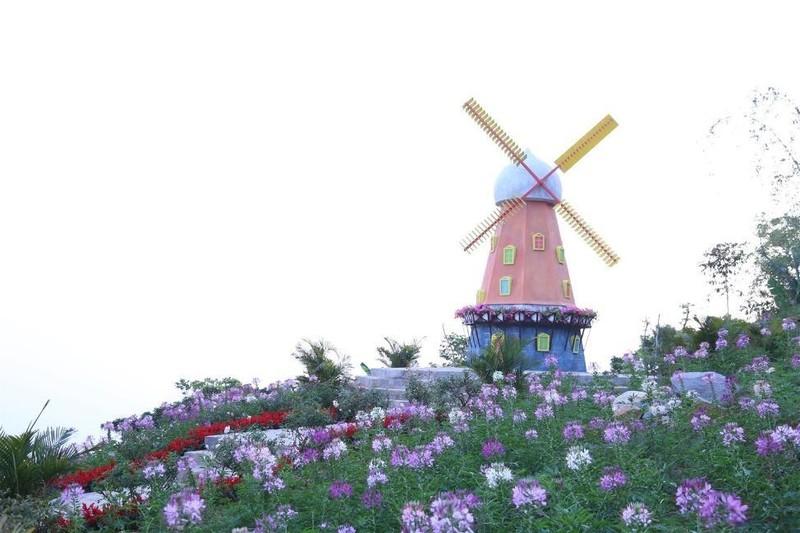 Tây Ninh: Tượng Quán Thế Âm sừng sững giữa mây ngàn ảnh 13