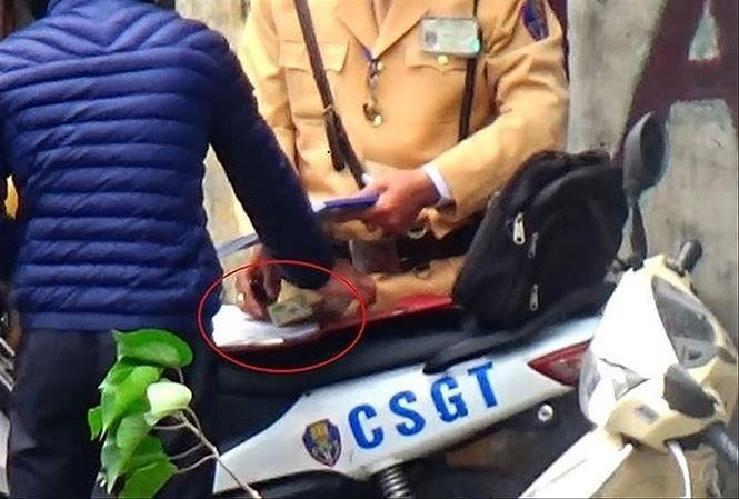 Công an Hà Nội kỷ luật hàng loạt cán bộ trong vụ CSGT 'làm luật'