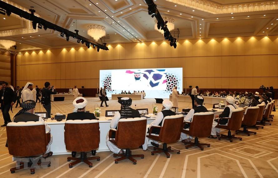 Toàn cảnh vòng đàm phán hòa bình Afghanistan ở Doha, Qatar. (Ảnh: AFP/TTXVN)