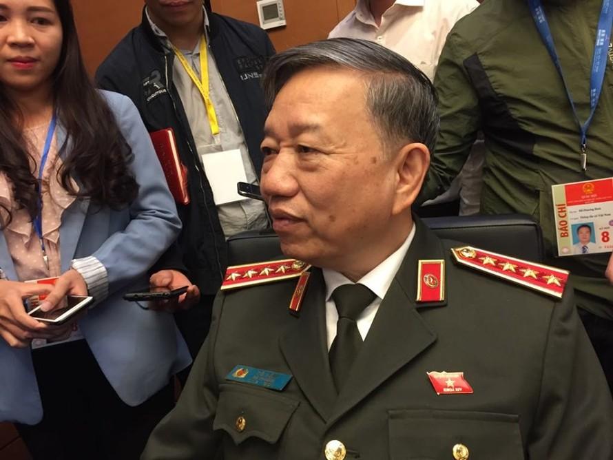 Bộ trưởng Bộ Công an Tô Lâm chia sẻ bên lề kỳ họp thứ 8, quốc hội khoá XIV.