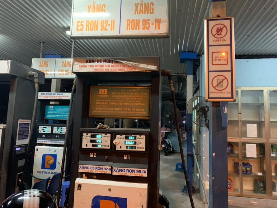 Cửa hàng xăng dầu số ll (thuộc Hợp tác xã Thương mại Láng Hạ) tại địa chỉ 95 Vũ Ngọc Phan, Đống Đa, Hà Nội.
