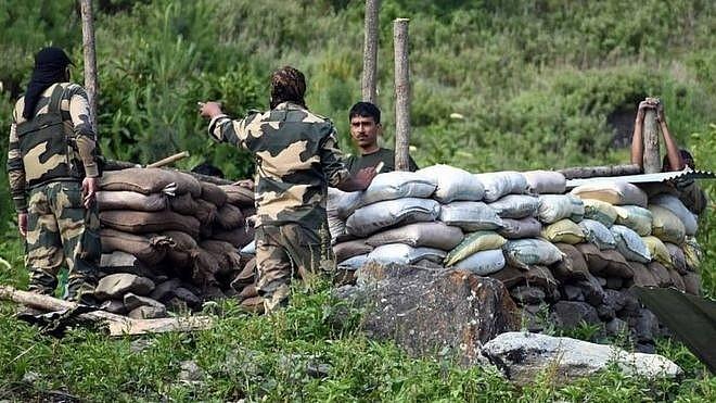 Binh lính Ấn Độ tại một ụ gác gần Đường Kiểm soát Thực tế (LAC) với Trung Quốc. Ảnh: BBC