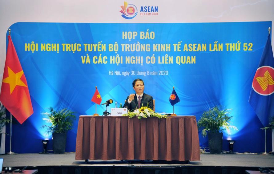 Bộ trưởng Công Thương Trần Tuấn Anh chủ trì cuộc họp báo.