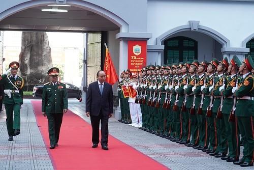 Thủ tướng Nguyễn Xuân Phúc dự Lễ đón nhận Huân chương Bảo vệ Tổ quốc hạng Nhất và kỷ niệm 75 năm Ngày truyền thống Tổng cục II - Bộ Quốc phòng - Ảnh: VGP/Quang Hiếu
