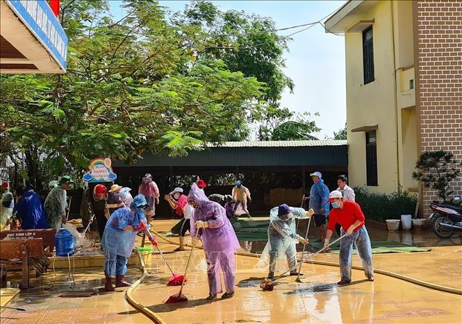 Công tác khắc phục hậu quả mưa lũ được các nhà trường tại Quảng Bình khẩn trương thực hiện.