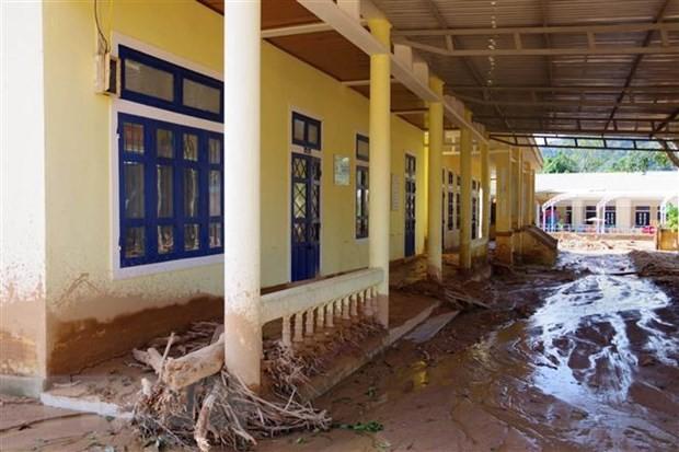 Trường học bị bùn đất bồi lấp tại Quảng Trị. (Ảnh: TTXVN phát)