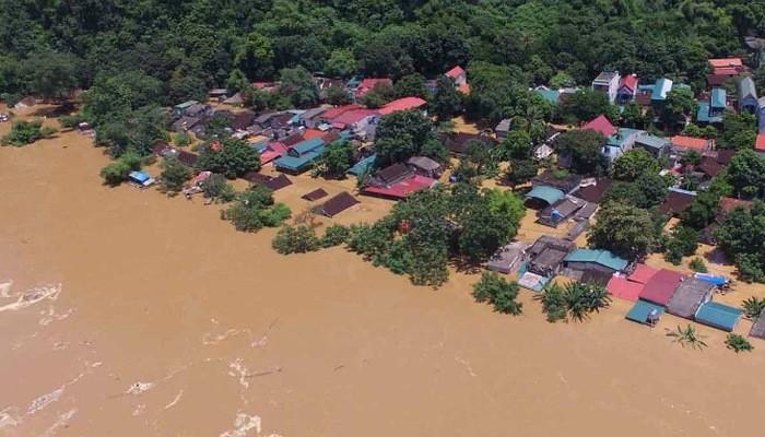 Mưa lũ lớn và bão số 9 đã gây ra thiệt hại nặng nề cho các tỉnh miền Trung và Tây Nguyên.