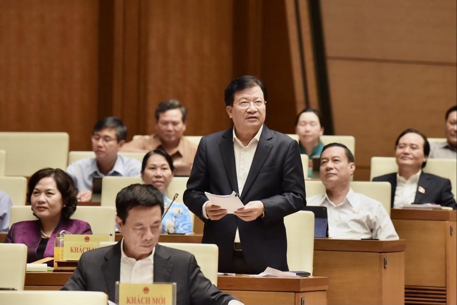 Phó Thủ tướng Trịnh Đình Dũng nêu 9 giải pháp lớn trong phòng chống thiên tai thời gian tới. Ảnh: VGP/Nhật Bắc