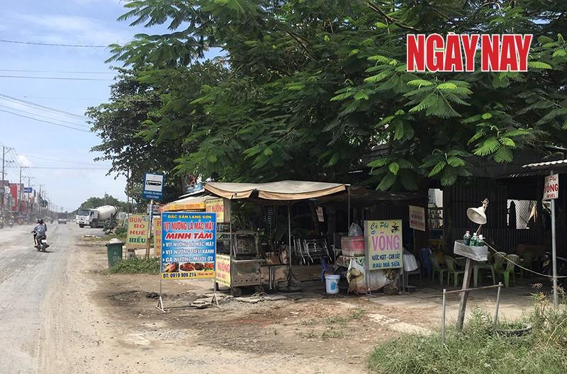 Hơn mười hộ dân tại khóm Tân Đông B, thị trấn Thanh Bình khiếu nại chính quyền địa phương không công bằng trong việc đền bù. Ảnh: Trần Anh Ngọc