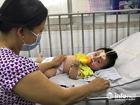 Một bệnh nhi mắc sởi đang được điều trị tại Bệnh viện Nhi đồng 1 (TP. HCM)