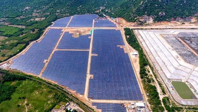 Nhà máy điện mặt trời Vĩnh Tân 2 là dự án thứ 17 tại Bình Thuận vận hành thương mại. Ảnh: Nguyễn Dương.