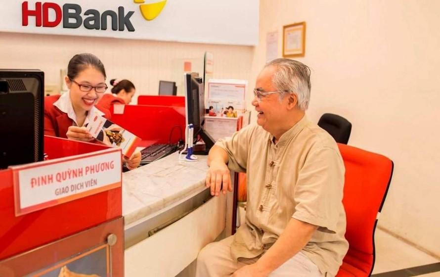 """HDBank được tổ chức Asian Banking & Finance trao tặng giải thưởng """"Ngân hàng bán lẻ nội địa tốt nhất năm 2019"""" vào ngày 18/7 vừa qua tại tại Shangri-la (Singapore)"""
