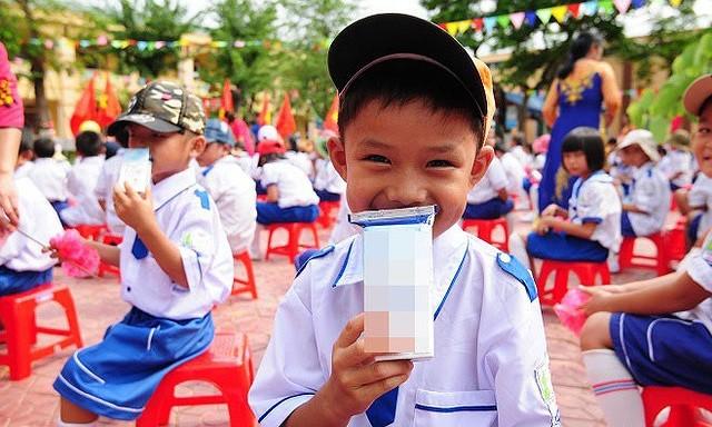 Việc bổ sung các loại vi chất trong sản phẩm sữa tươi phục vụ Chương trình Sữa học đường cần có cơ sở khoa học, đảm bảo tính thực tiễn, tính khả thi, phù hợp thông lệ quốc tế. Ảnh minh họa.