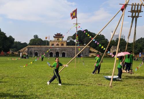 Học sinh tham gia chương trình giáo dục di sản tại Hoành Thành Thăng Long