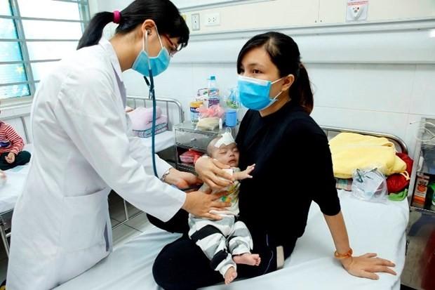 Chăm sóc điều trị cho trẻ mắc bệnh cúm tại Bệnh viện Nhi Trung ương. (Ảnh minh họa: Dương Ngọc/TTXVN)