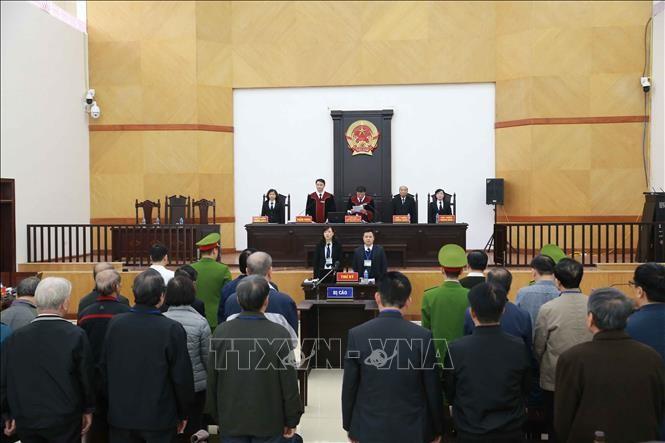 Các bị cáo nghe Hồi đồng xét xử đọc bản tuyên án, ngày 13/1/2020. Ảnh: Doãn Tấn/TTXVN