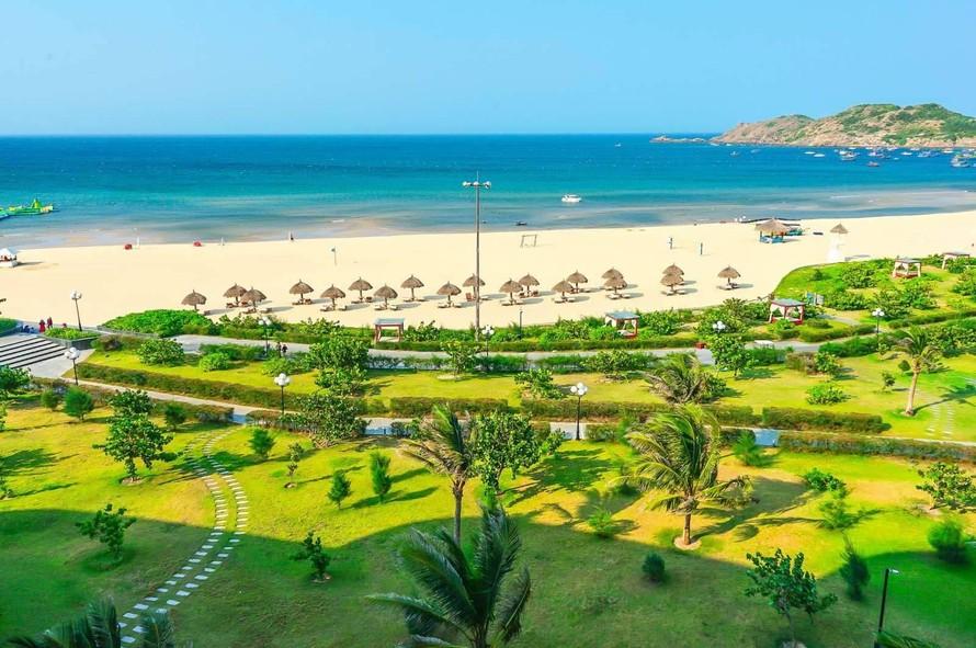 Nghỉ hè sớm ở miền biển cát, nắng ấm ở Quy Nhơn, Nha Trang, Phú Quốc.
