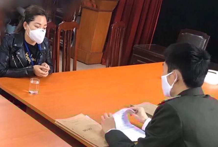 Chị Q. bị Công an quận Hoàn Kiếm xử phạt hành chính 12,5 triệu đồng vì đăng tin sai sự thật lên Facebook.