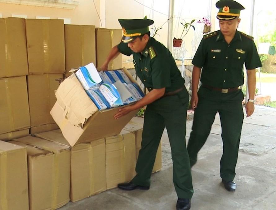 Số khẩu trang được lực lượng biên phòng bắt giữ.