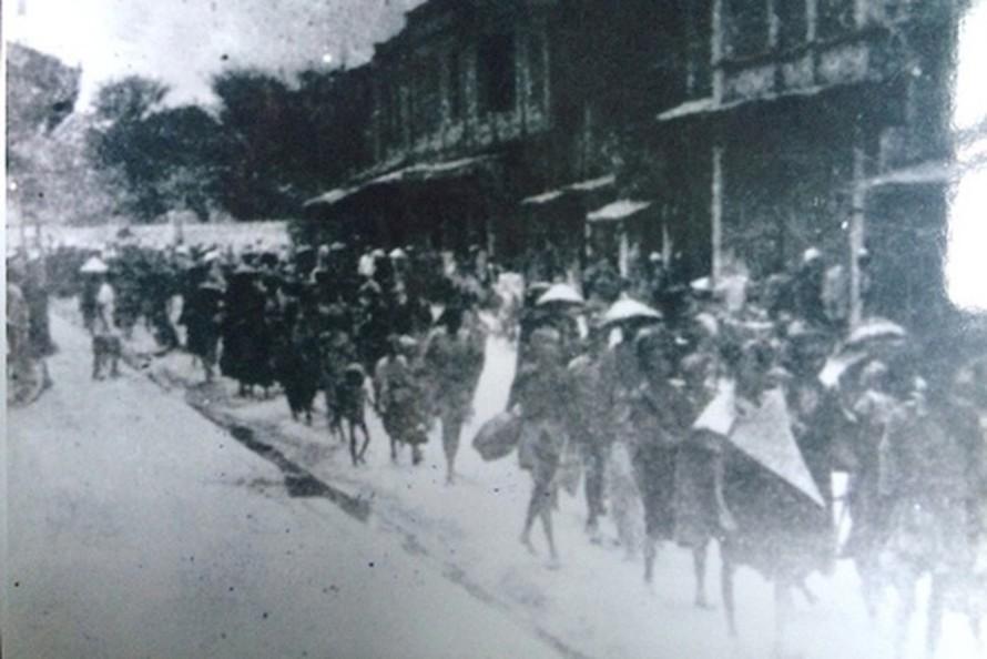 Những dòng người tha hương đổ về Hà Nội trong nạn đói và dịch bệnh năm 1945