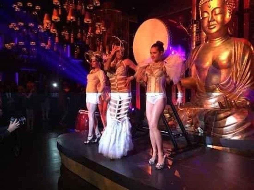 Hình ảnh phản cảm bên trong một cơ sở Buddha Bar ở nước ngoài.