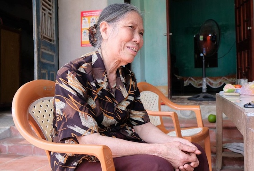 Cụ Lê Thị Niệm đạp xe lên xã ủng hộ 1 triệu đồng chống dịch Covid-19