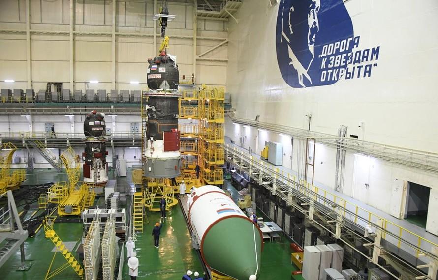 Tàu vũ trụ Progress MS-14 trước khi được phóng. (Nguồn: RKK Energia)