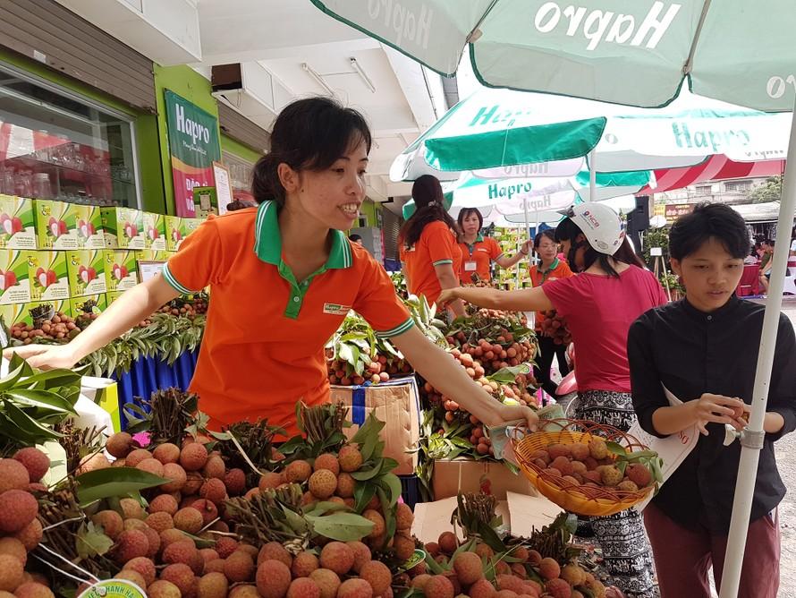 Hệ thống siêu thị lớn quảng bá vải thiều Việt Nam. Ảnh: VGP/Đỗ Hương