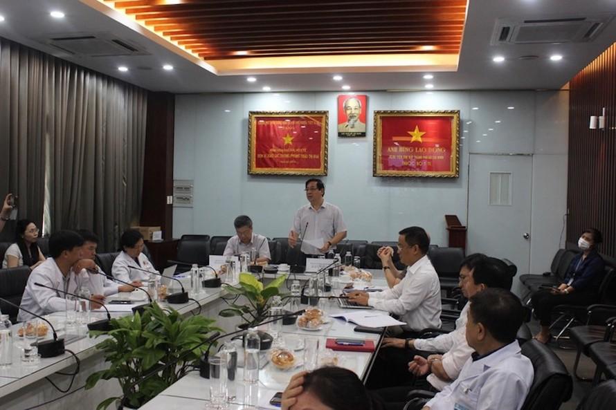 PGS.TS Lương Ngọc Khuê, Phó Trưởng Tiểu ban Điều trị phát biểu tại buổi hội chẩn.