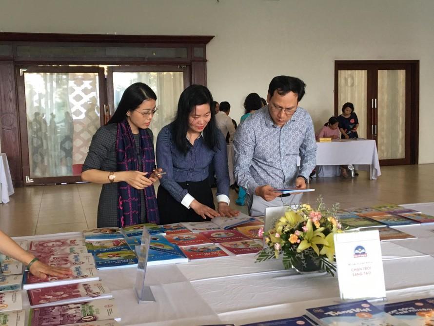 Sách giáo khoa của Nhà xuất bản Giáo dục Việt Nam.