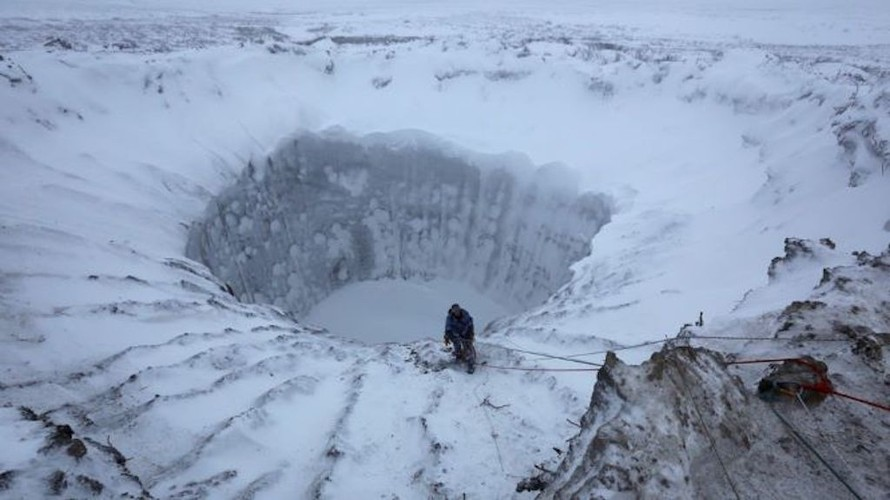 Trái đất nóng lên làm tan chảy lớp băng vĩnh cửu phát tán nhiều loại virus nguy hiểm.