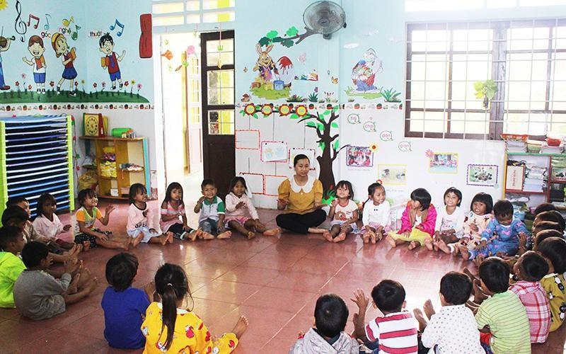 Giờ học tiếng Việt tăng cường của các bé lớp mẫu giáo lớn, Trường mầm non xã Thanh, huyện Hướng Hóa (Quảng Trị).