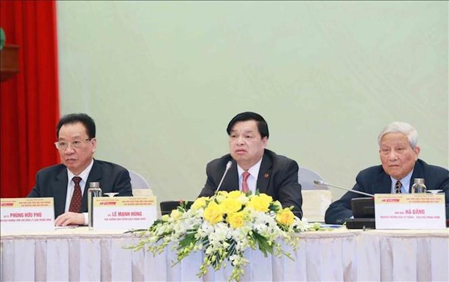 Đồng chí Lê Mạnh Hùng, Phó Trưởng Ban Tuyên giáo Trung ương phát biểu tại tọa đàm.
