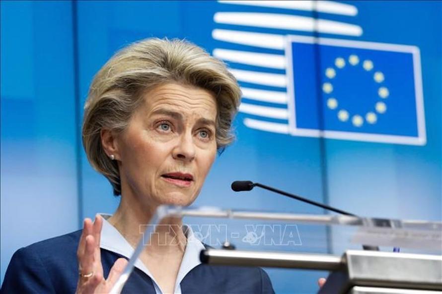 Trong ảnh: Chủ tịch Ủy ban châu Âu (EC) Ursula von der Leyen phát biểu trong cuộc họp báo ở Brussels, Bỉ ngày 27/2/2021.