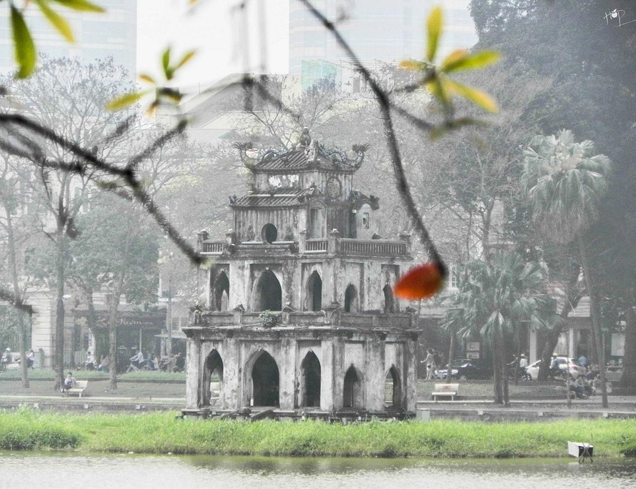 Tháng 4/2021, thủ đô Hà Nội xuất hiện nhiều trận mưa, dông kèm lốc, sét, gió giật mạnh… (Ảnh minh hoạ)