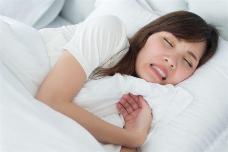 Nghiến răng khi ngủ xảy ra nhiều trong khi ngủ, thường do bản thân căng thẳng, lo lắng. Đây là hiện tượng có thể gặp ở mọi lứa tuổi, không phân biệt giới tính.