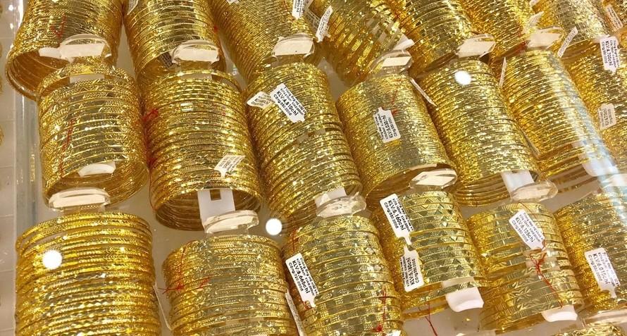Giá vàng thế giới tăng mạnh trong phiên giao dịch cuối tuần. (Ảnh minh hoạ)