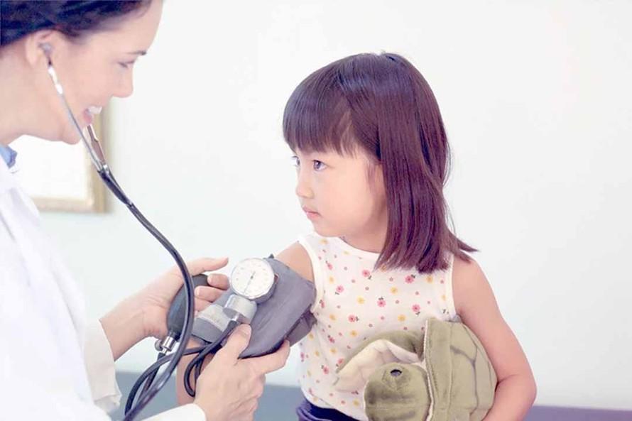 Không chỉ người lớn mà trẻ em cũng có thể mắc bệnh tăng huyết áp. (Ảnh minh hoạ)