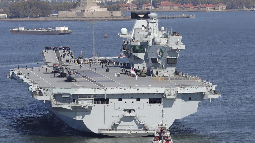 Tàu sân bay Anh HMS Queen Elizabeth tại New York năm 2018.