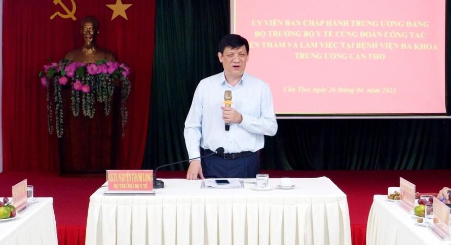 Bộ trưởng Nguyễn Thanh Long chỉ đạo buổi làm việc tại bệnh viện Đa khoa trung ương Cần Thơ.
