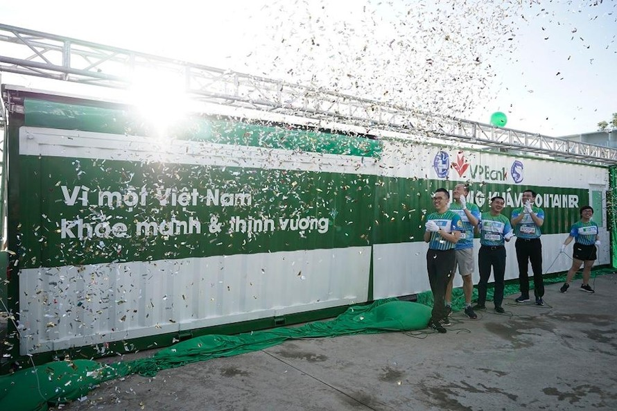 2000 người chứng kiến màn ra mắt Phòng khám container miễn phí