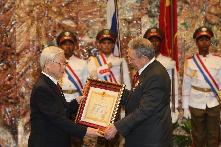 Tổng Bí thư Nguyễn Phú Trọng chúc mừng thành công Đại hội Đảng lần thứ VIII của Cuba