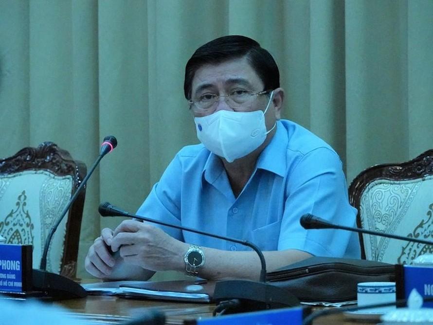 Chủ tịch UBND TP.HCM Nguyễn Thành Phong phát biểu tại cuộc họp.