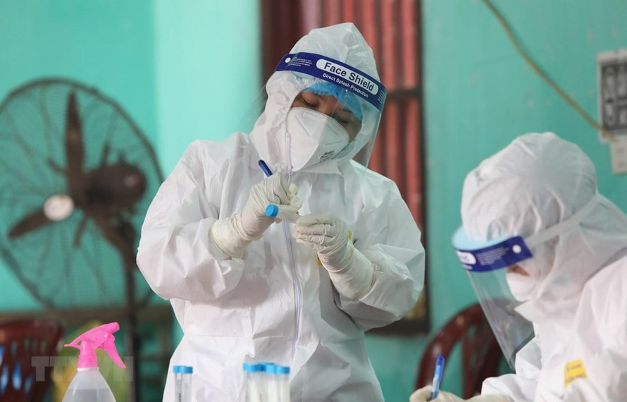 Hai bác sĩ tại Bệnh viện Phổi Trung ương mắc COVID-19