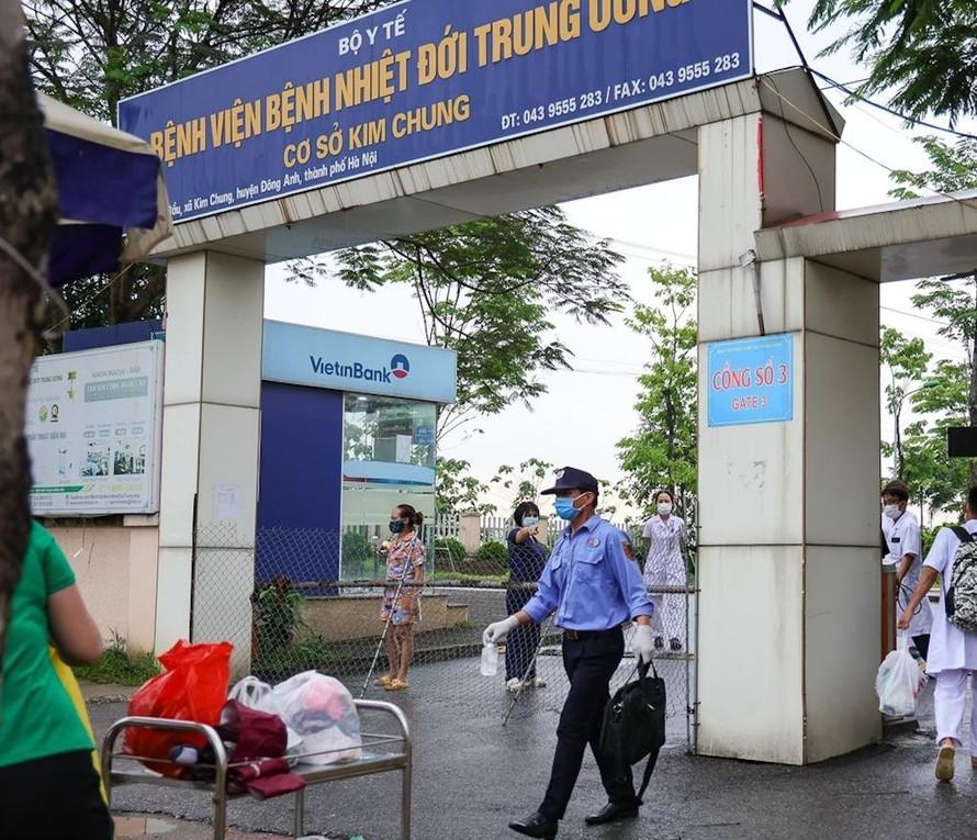 Bệnh viện Bệnh Nhiệt đới Trung ương cơ sở Kim Chung hiện đang vừa cách ly y tế, vừa điều trị cho bệnh nhân COVID-19.